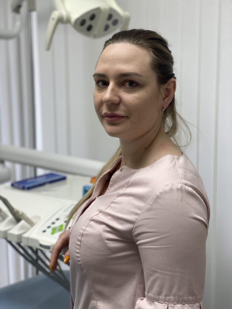 Огаркова Анна Евгеньевна врач стоматолог в Городе Владивостоке в клинике Ортодент Р , ортодонт, ставит брекеты